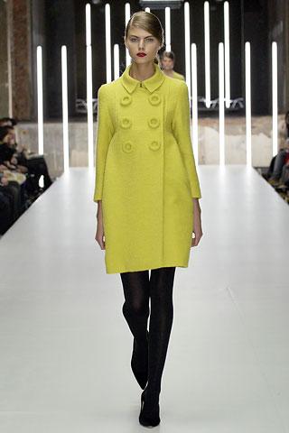 Пальто-баллон Объемное, короткое пальто носить с лосинами или легинсами.